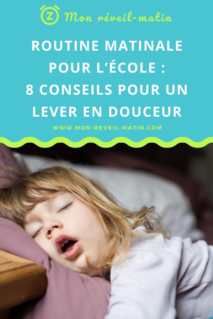 Chaque matin, votre enfant refuse de se lever, traîne pour s'habiller et le stress monte. Que faire ? Suivez ces astuces pour des matinées sereines.
